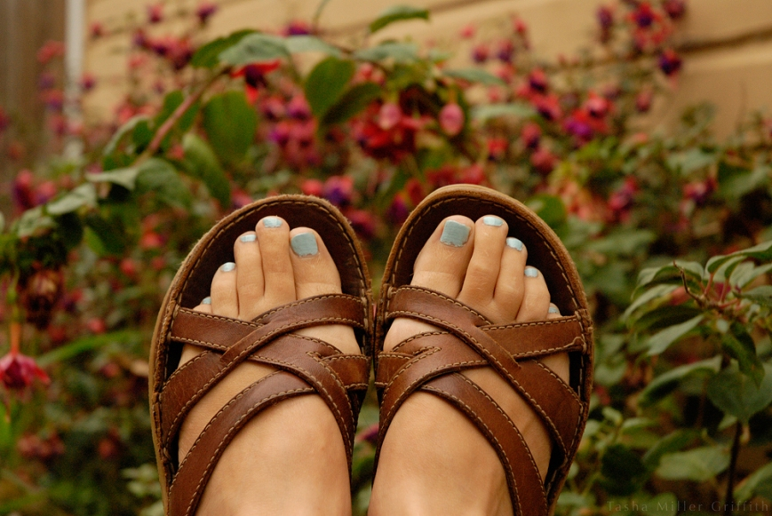 blue painted toenails