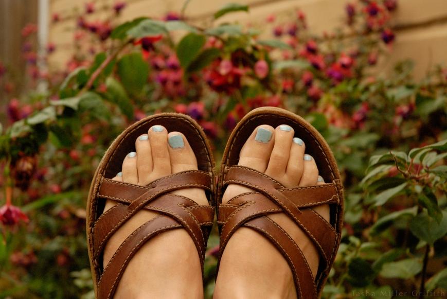 blue painted toenails